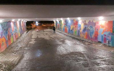 Marraskuun pimeydessä väriterapiaa tarjoaa alikulkutunnelin seinämaalaus. Koulum…