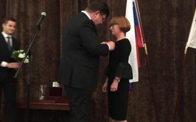 Rehtori Tuula Väisänen vastaanotti tänään presidentti Putinin myöntämän Pushkin-…