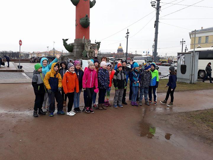 4B ( nyt jo matkalla kotiin muiden 4- luokkalaisten kanssa) Pietarissa leirikoul…