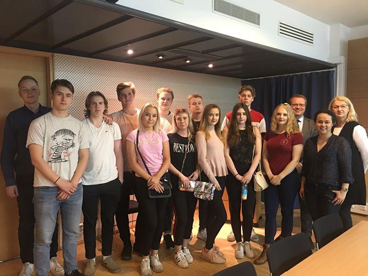 SVK:n lukion teemaopintokurssin opiskelijat ovat Moskovassa. Eilen he vierailiva…