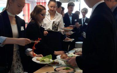 SVK:n yhdeksäsluokkalaisten malli-YK 2019 huipentui täysistuntopäivään, joka alo…