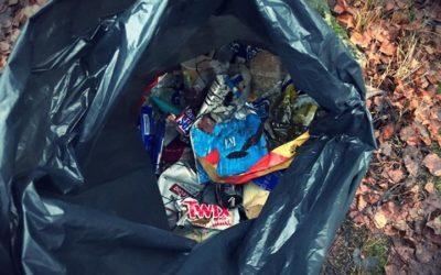 2.A-luokka siivosi koulun lähimetsästä ison kasan roskia ja lähettääkin nyt terv…