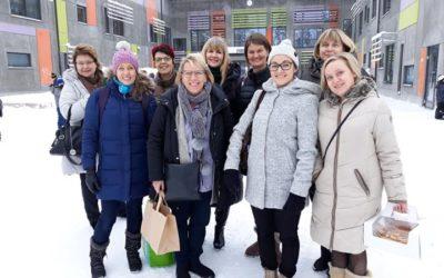 Opettajat inspiroitumassa uusista oppimisympäristöissä Lappeenrannassa.