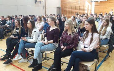 SVK:n lukiolaiset ja osa yläkoulun oppilaista seurasivat tänään eduskuntavaalipa…
