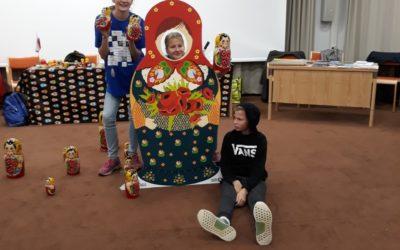 Euroopan kielten päivän tunnelmia Hanasaaresta, jossa 7.luokkalaiset vetivät ven…