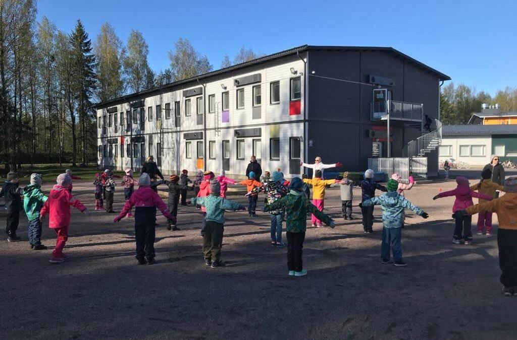 Kahden kuukauden korvaavan opetuksen jälkeen Suomalais-venäläisen koulun luokat …