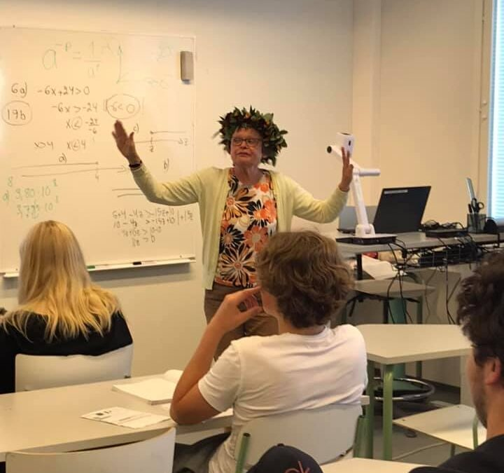 Matematiikan ja fysiikan lehtori Ulla Valkeila piti viimeisen oppituntinsa 24.9….